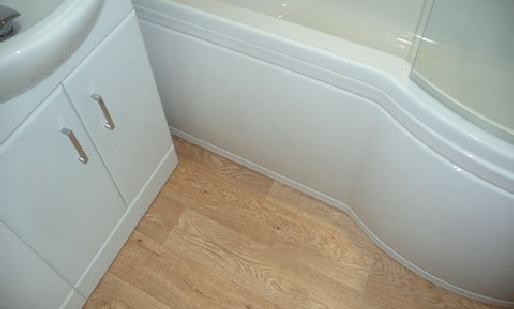 p-shaped bath and flooring
